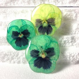 Pansy brooch in green oriented colours