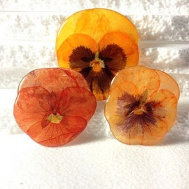 Pansy brooch in orange oriented colours