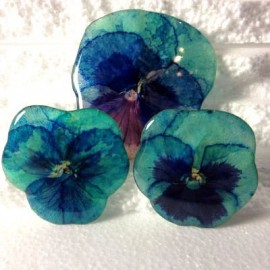 Pansy brooch in bleu oriented colours